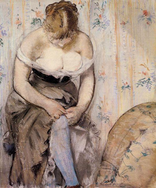 Женщина одевающая подвязку