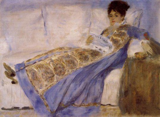 Мадам Моне на диване