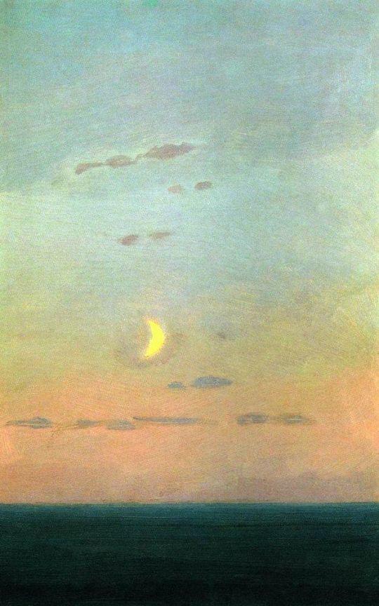 Лунный серп на фоне заката.