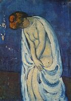 Женщина на выходе из ванны.