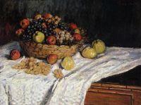 Корзина с фруктами: яблоки и виноград