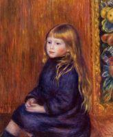 Сидящий ребенок в голубом платье