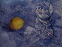 Бокал и лимон.