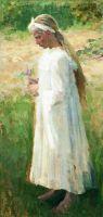 Девочка в белом платье и с цветком в руках. 1900-е