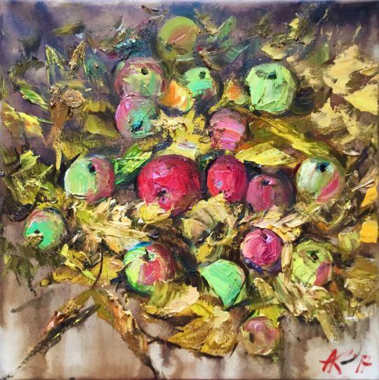 Яблоки в листьях