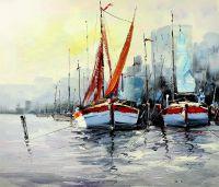 Лодки на фоне города. Белое и красное