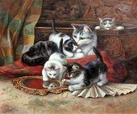 Котятя, играющие с веером