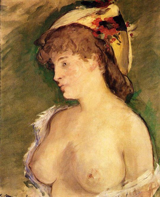 Блондинка с обнаженной грудью