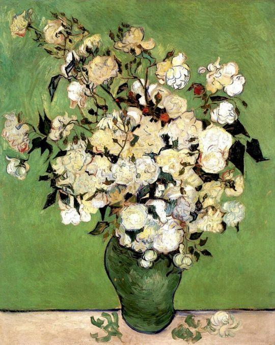 Розовые роз в вазе