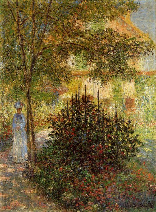 Камилла Моне в саду перед домом, в Аржантее