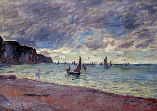 Рыбацкие лодки рядом с пляжем и скалами Пурвий