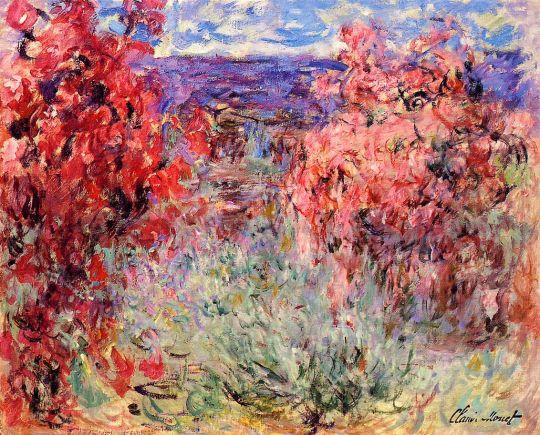 Цветущие деревья вблизи побережья