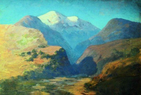 Снежные вершины гор. Кавказ.