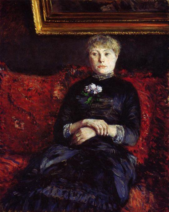 Женщина на красном диване