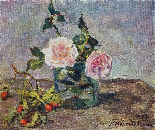 Две розы и ягоды шиповника.