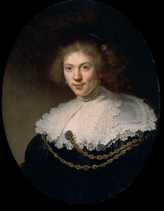 Женский портрет с золотой цепью