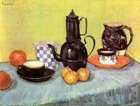 Натюрморт: синий обливной кофейник, глиняная утварь и фрукты