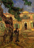 Сосны и фигура человека в  саду больницы Сент-Пола