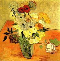 Натюрморт: японская ваза с розами и анемонами