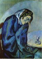 Уставшая пьянная женщина.