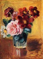 Цветы в вазе на голубом фоне