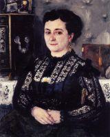 Женщина в кружевной блузке