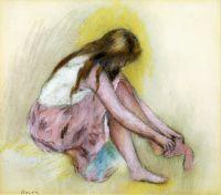 Девочка, надевающая чулки