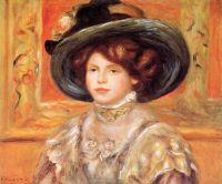Девушка в синей шляпе