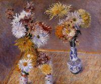 Четыре вазы с хризантемами