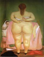 Женщина застегивающая себе лифчик