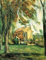 Дом и каштановые деревья