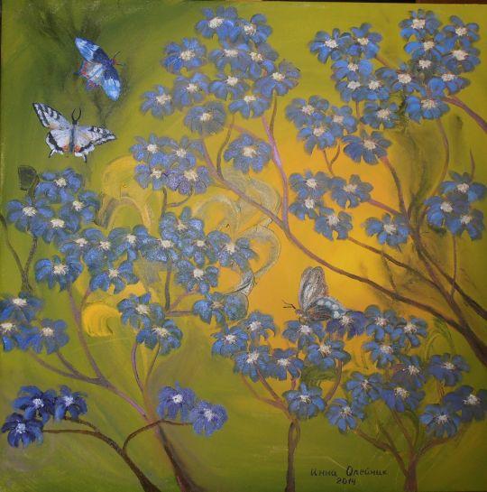 Бабочки и синие цветы