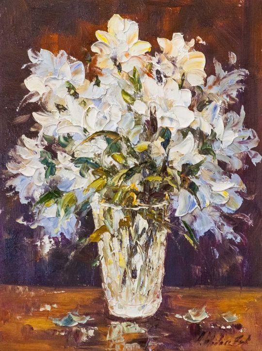 Букет садовых лилий на столе