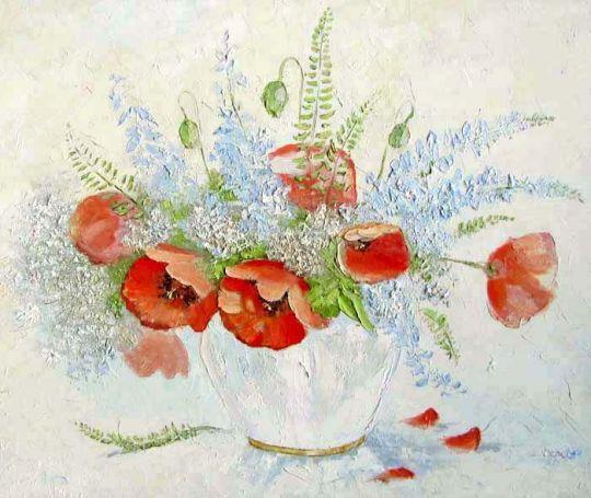 Маки в белой вазе