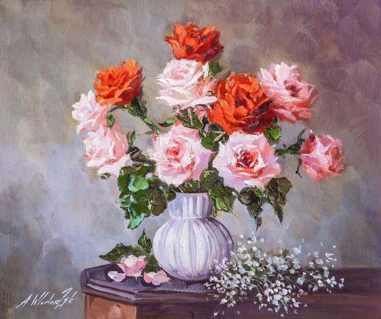 Букет розовых и коралловых роз в вазе