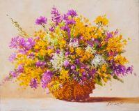 Букет садовых цветов в корзине