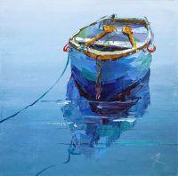 Синяя лодка в дымке морской