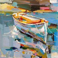 Белая лодка на воде