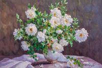 Белый шиповник в вазе